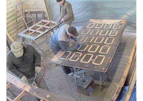На роботу в Польщу потрібен досвідчений столяр для реставрації дверей, сходів, паркету.