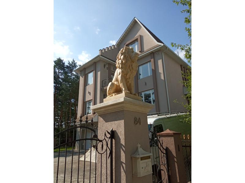Скульптура левів на ворота